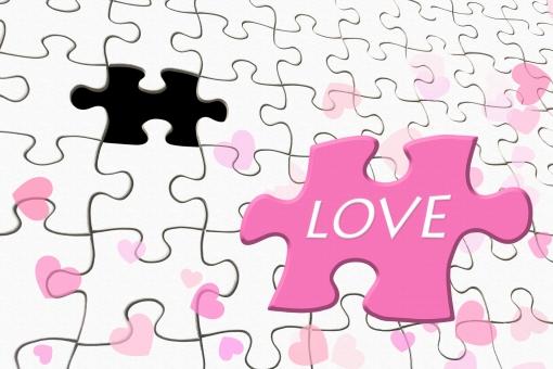 LOVEと書かれたパズルピース