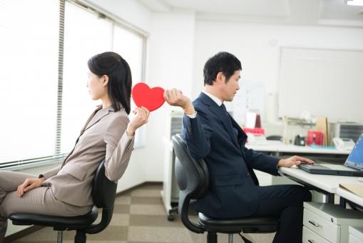 社内恋愛するイメージ