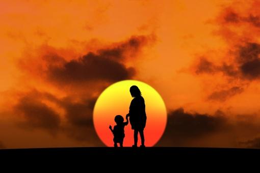 妊婦と子供のシルエット