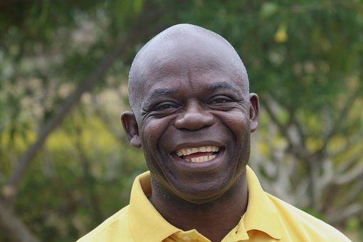笑顔の黒人男性