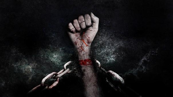 鎖に縛られた手