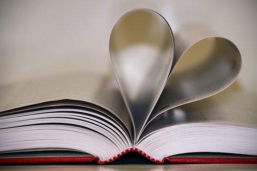 本で作られたハート