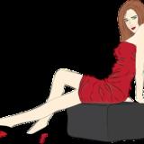 椅子に腰掛けてこちらを見る赤いドレスの女性