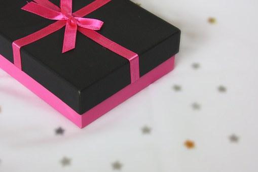 可愛くラッピングされたプレゼント