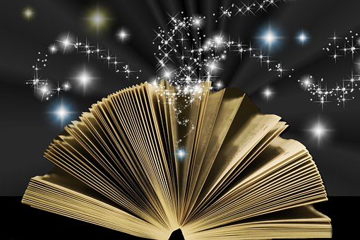神秘的な光を放つ本