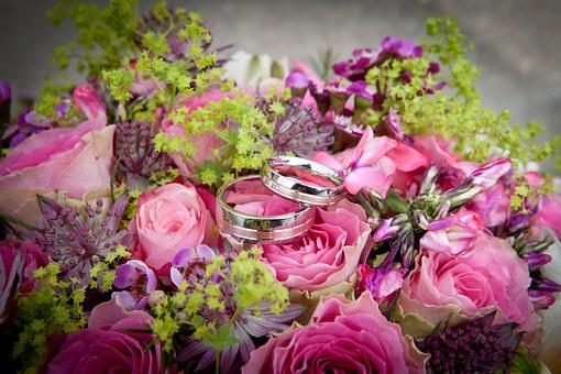 花束と2つの指輪