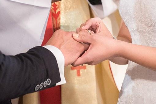 結婚式で指輪交換