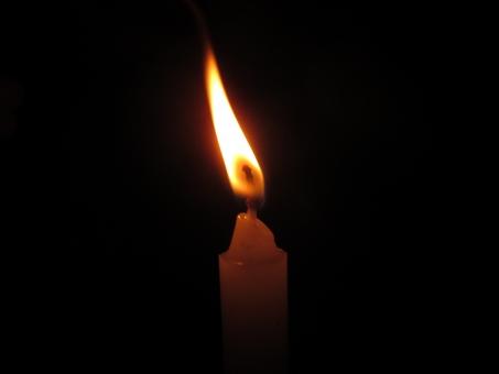 火のついた蝋燭