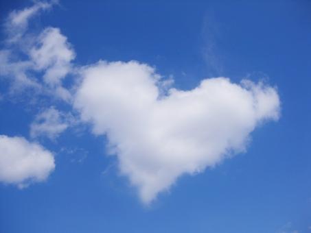ハートの形の雲