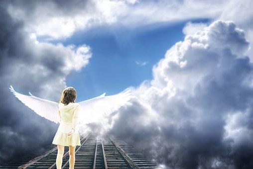線路を歩く天使