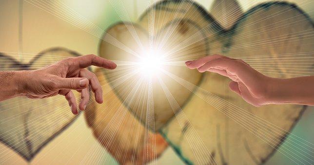 手を取り合う男女と光る背景