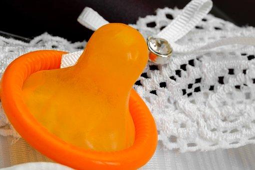 オレンジ色の避妊具