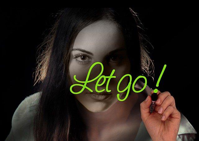 let goと書く女性の写真